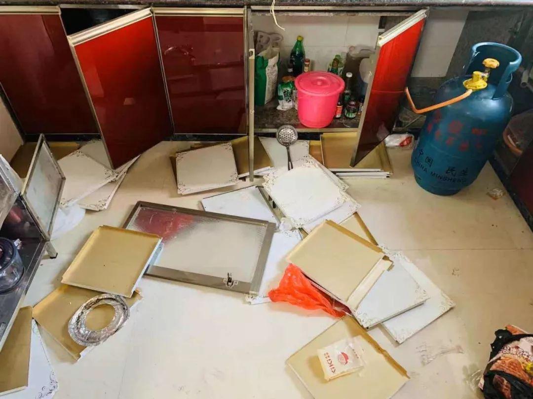 南安世纪新城一套房内因煤气泄漏导致爆炸,一女子受伤